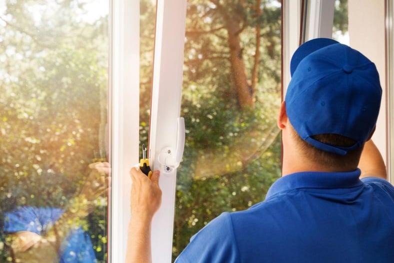 window-technician-putting-in-soft-lite-1024x683